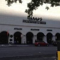 Foto scattata a Perry's Steakhouse da Michael C. il 3/30/2012