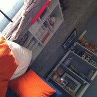 Photo taken at โซฟาหน้าจอโทรทัศน์@บ้านนายช่างโจ by Khaidao A. on 3/31/2012
