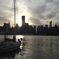 Das Foto wurde bei Anable Basin Sailing Bar & Grill von Janae R. am 5/12/2012 aufgenommen