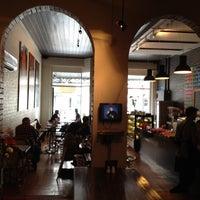 Photo taken at Cafe Metsa by Katsumasa I. on 5/20/2012