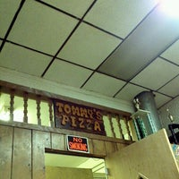 Foto tirada no(a) Tommy's Pizzeria por Xavier M. em 1/26/2012