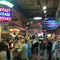 Foto tirada no(a) Reading Terminal Market por Scott T. em 8/16/2012