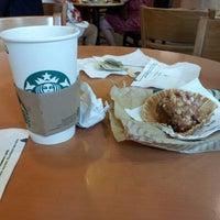 Foto tirada no(a) Starbucks Coffee por Monica D. em 8/13/2012