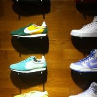 4/1/2012 tarihinde Aleks R.ziyaretçi tarafından Nike'de çekilen fotoğraf