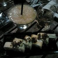 Photo taken at Sushi Roll by Alesita Μοηsτrιτο L. on 12/29/2011