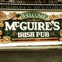 Das Foto wurde bei McGuire's Irish Pub von Tom M. am 3/30/2011 aufgenommen