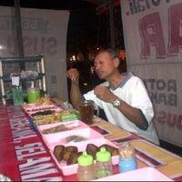 Photo taken at Seafood Lesehan Mbak Imah by Handoko W. on 4/9/2012