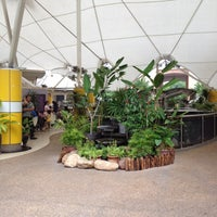 Photo taken at Sri Teja Food Court (Medan Selera) by Sato O. on 1/29/2012