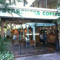 Foto tirada no(a) Starbucks por Kyon Kyon T. em 7/18/2011