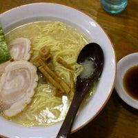 Photo taken at 百歩ラーメン by Hika T. on 8/28/2011