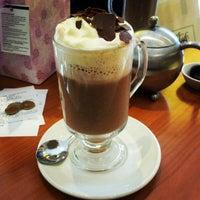 Снимок сделан в Butlers Chocolate Café пользователем Ivan F. 6/15/2012
