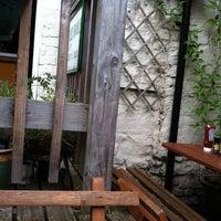 Foto tomada en The Blue Note Café por Damian T. el 7/31/2011