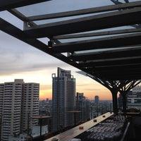 Foto tirada no(a) Above Eleven por Dean M. em 4/18/2012