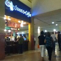 Foto tomada en Sweet & Coffee por Wendy el 8/29/2012