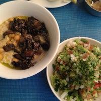 Das Foto wurde bei Hummus Mashawsha von Inna D. am 5/22/2012 aufgenommen
