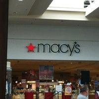 Photo prise au Macy's par Great Lakes Mall le5/25/2012