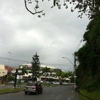 Foto tirada no(a) Camboinhas Mall por Fernanda F. em 7/16/2012