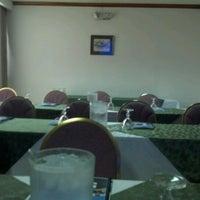 Foto tomada en Hotel Balmoral por Andres B. el 6/16/2012