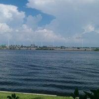 Photo taken at Bahama Breeze by FEN E. on 7/28/2012