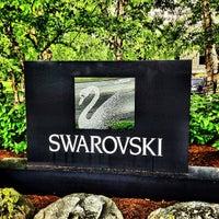 Photo prise au Swarovski North America HQ par Ned W. le6/6/2012