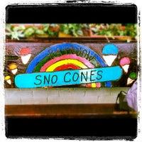 3/3/2012 tarihinde Amanda M.ziyaretçi tarafından Rainbow Sno-Cones'de çekilen fotoğraf