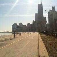 Foto tomada en Chicago Lakefront Trail por Kerri T. el 3/13/2012