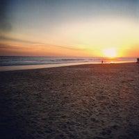 Foto tirada no(a) Praia de Carcavelos por Carlos F. em 3/10/2012