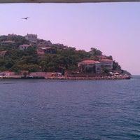 Das Foto wurde bei Burgazada Sahil von musonruzgari am 7/26/2012 aufgenommen