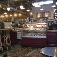Foto tomada en St. Honoré Boulangerie por John R. el 7/22/2012