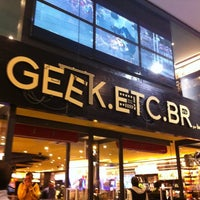 Photo taken at Geek.Etc.Br by Camys C. on 5/3/2012