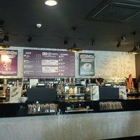 Foto tirada no(a) Costa Coffee Metropolitan por Lefteris V. em 2/29/2012