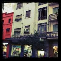 Foto tirada no(a) Rua Galvão Bueno por Juma M. em 4/4/2012
