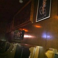 รูปภาพถ่ายที่ Tandem Pub โดย Stephanie M. เมื่อ 4/25/2012