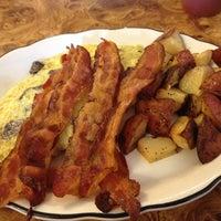 Das Foto wurde bei Sulimay's Restaurant von Jayson M. am 9/8/2012 aufgenommen