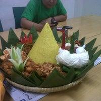 Photo taken at Bubur Ayam Biasa Malam by Yudi B. on 7/14/2012