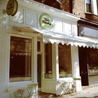 8/8/2012 tarihinde Sean W.ziyaretçi tarafından Tori's Bakeshop'de çekilen fotoğraf