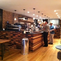 Foto scattata a Irving Farm Coffee Roasters da Timothy F. il 5/31/2012