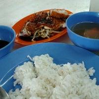 Photo taken at New Lucky (Seri Petaling) Restaurant by Jass W. on 5/15/2012