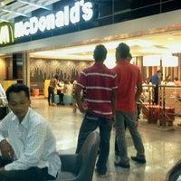 Photo taken at McDonald's & McCafé by Seluarku K. on 11/28/2011