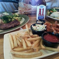 Photo taken at Applebee's Neighborhood Grill & Bar by Ber S. on 7/10/2012