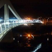 Photo taken at Tradeston-Broomielaw Bridge (Squiggly) by Gavin L. on 11/3/2011