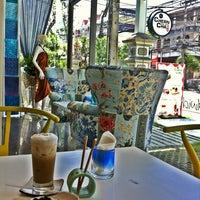 Photo taken at Chern Cha Tea Room | เชิญชา by Yutapoom W. on 9/8/2012