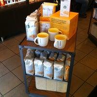 Photo taken at Starbucks by Totsaporn I. on 2/11/2012