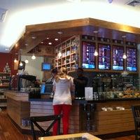 Photo taken at The Coffee Bean & Tea Leaf by Fokker Heineken A. on 9/3/2012