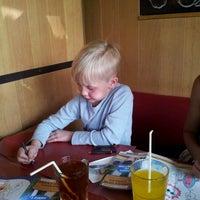 Photo prise au Pizza Hut par Maxime T. le8/25/2012