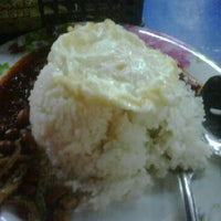 Photo taken at Nasi Lemak Dua Ringgit by abdul azim a. on 10/17/2011