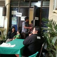 Photo taken at Sekretariat Kecamatan Gubeng by Silviana B. on 12/23/2011