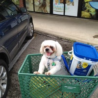 Foto tomada en Pet Supplies Plus por Mike P. el 9/1/2012
