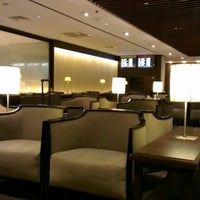 Photo taken at SIA SilverKris Lounge (Terminal 2) by Tak_Nexus1 on 7/3/2012