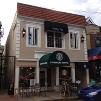 Photo taken at Starbucks by Chih-Han C. on 8/12/2012